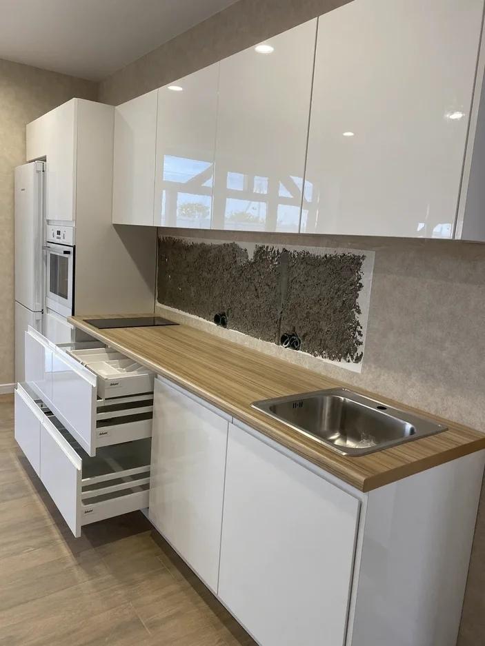 Белый кухонный гарнитур-Кухня МДФ в эмали «Модель 570»-фото2