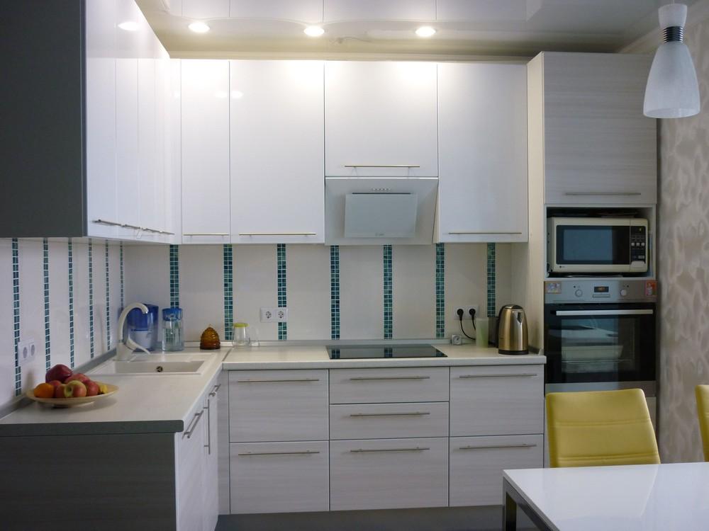 Белый кухонный гарнитур-Кухня МДФ в ПВХ «Модель 180»-фото1