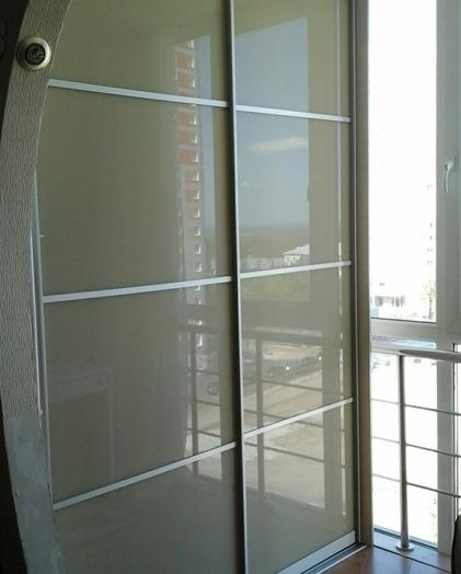 Встроенные шкафы-купе-Шкаф-купе из стекла Лакобель «Модель 147»-фото2