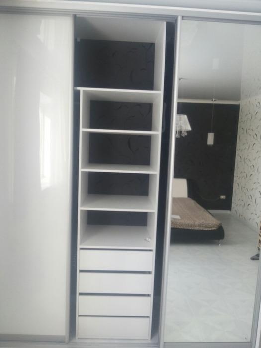 Встроенные шкафы-купе-Шкаф-купе с зеркалом «Модель 62»-фото6